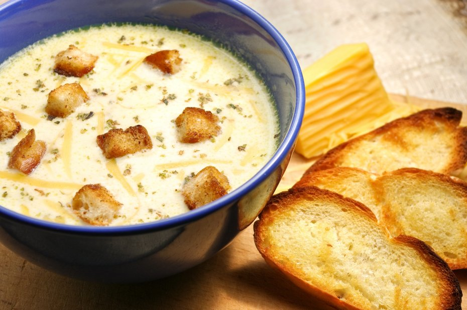 Cheese soup and bread with cream cheese