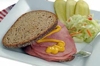 Sandwich de boeuf fumé