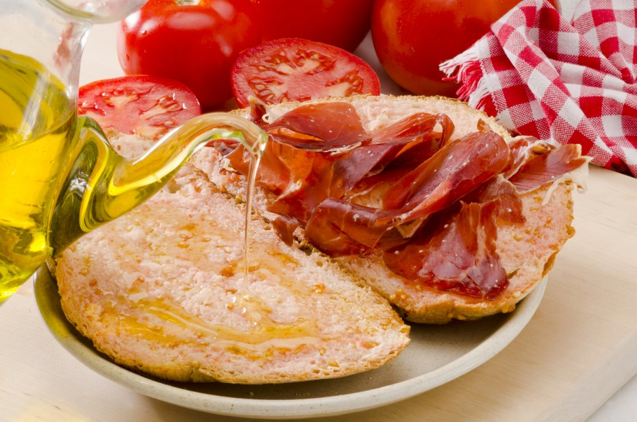 Pa amb tomàquet and cold meat or cheese