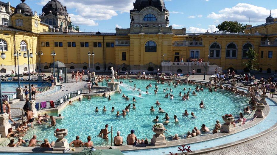 Budapest - Széchenyi Baths, Hot Public Thermal Baths